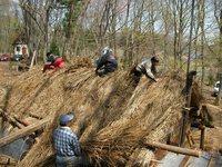 松木小屋の屋根ふき
