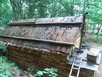 杉皮を葺いた屋根