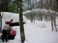 除雪機を操縦する松木さん