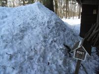 事務所入り口の雪