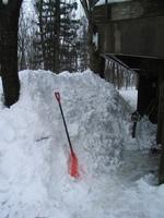 屋根から落ちた雪