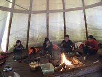 囲炉裏を囲んで昼食
