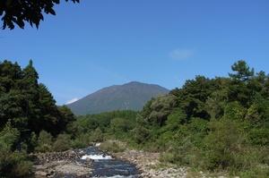 鳥居川から望む