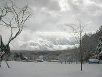 雪雲に覆われた志賀高原