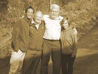 右から地元劇団員さん、リチャードさん、森林公園レンジャーのニックさん、そして私