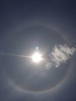 太陽の周りに「光の輪」